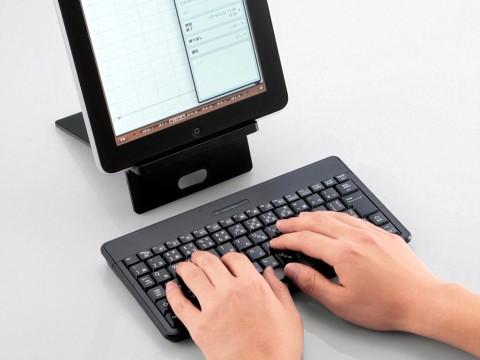 Suporte e teclado Bluetooth (Elecom) para tablets.
