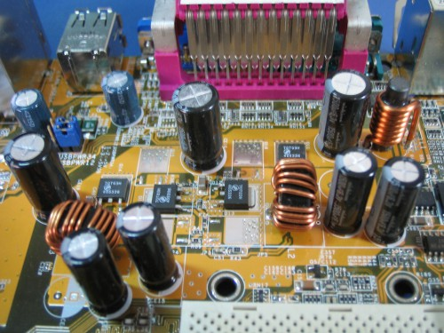 Capacitores eletrolíticos