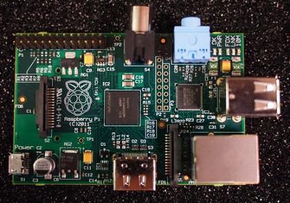 O Raspberry Pi (computador de US$ 25) chega finalmente ao mercado Rasp-2.jpg.420x294.auto